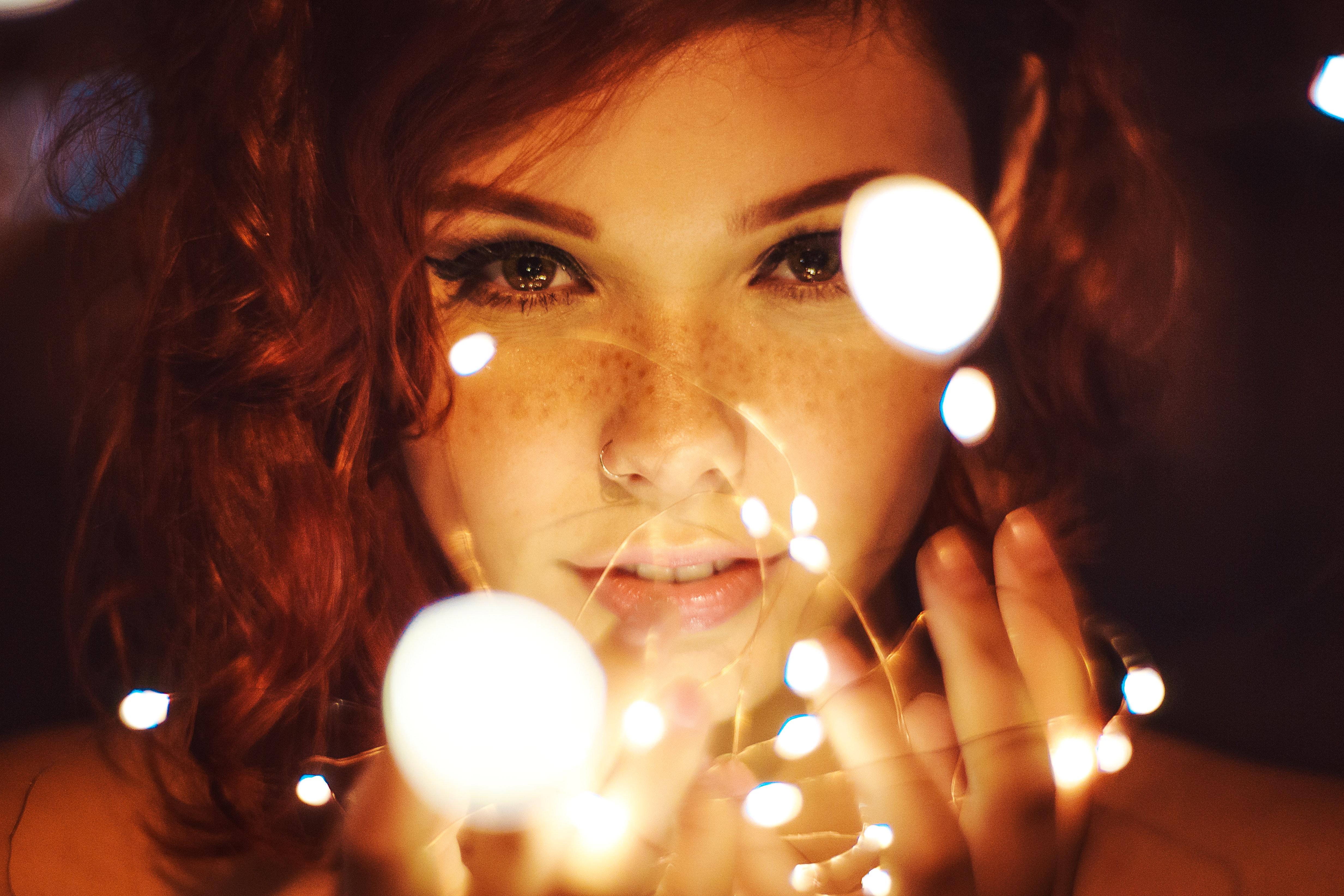beautiful-girl-with-lights