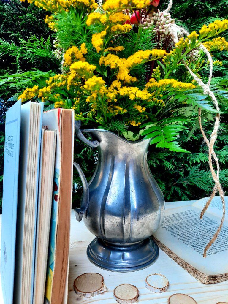 brocca-fiori-libri-blufiordaliso